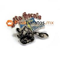 Pin de motero con su moto, especial para asociaciones moteras.