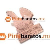 Pin en 3D con un animal, un pavo o gallo.