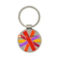 Llaveros metálicos calados con esmaltes de colores